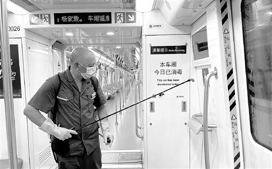 清晨當你坐上地鐵 可知有人通宵消殺